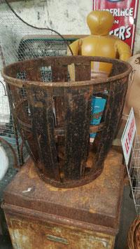 alter Flaschenkorbe aus Eisen Holzkorb Gartendeko