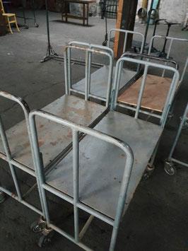 alte Babybetten Gestelle Rollwagen Sitzbänke Transportwagen