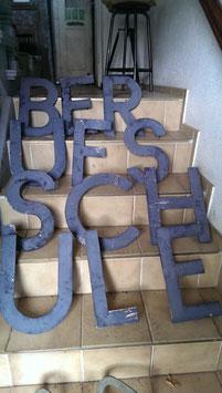 alte schwere Eisenbuchstaben NR BFSrest