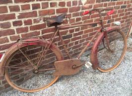 antikes Fahrrad im Fundzustand aus Frankreich ROT