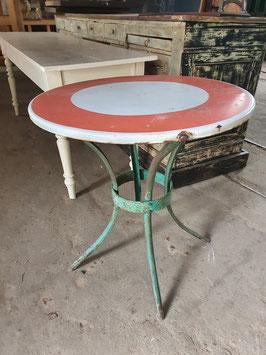 alter Gartentisch mit Verkehrsschildplatte Nr 1203