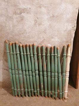 alte Treppengeländer Stäbe aus Holz, vermutlich Buche Nr 1807
