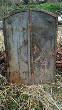 Sehr alte Gründerzeit Eisentüren Fensterläden Kellerfenster Schotten Metall Nr 1601