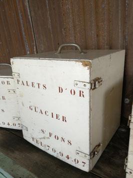 alte Kühlboxen Kühlschränkchen vom Eismann Holz Nr 0207
