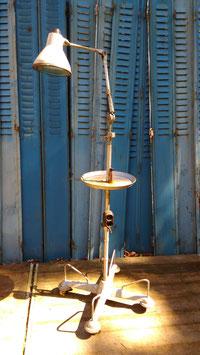 Stehlampe Arztlampe Werkstattlampe mit Ablageteller 2408