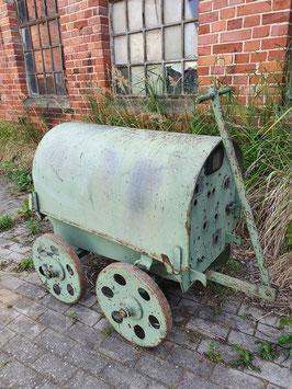 witziger alter Schweisswagen Transportwagen aus Metall 2506