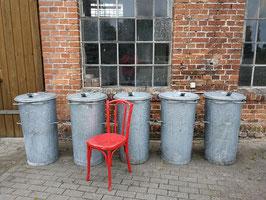 große gut erhaltene Mülltonnen Nr 2706