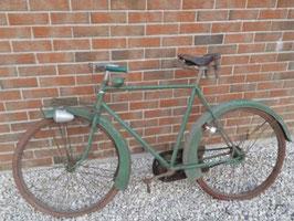 antikes Fahrrad im Fundzustand aus Frankreich Grün