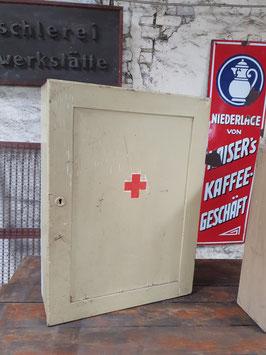 großer alter Medizinschrank Hausapotheke Nr 0203-01
