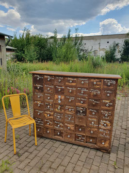 Sehr schöner, alter Schubladenschrank aus einer Werkstatt Nr 2607