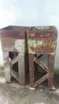 1 Paar alte Strommasten Spitzen z. B. als Pflanzgefäße