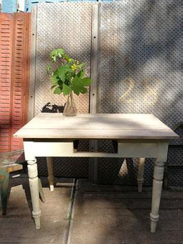 Schöner weißer Holztisch 270608