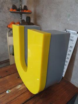 alter Leuchtbuchstabe U vintage gelb Nr 0202-02rest