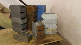 alter kleiner Stapelkasten (diverse Farben) Nr 2006