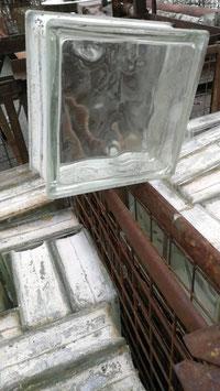 Posten 100 Stück alte Glasbausteine klar plus Gitterboxen Nr 2701