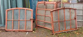 alte Eisenfenster Stallfenster mit Rahmen zum öffnen 90 x 105 0711