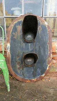 große, alte Ampel von der französischen Bahn Nr la-1611