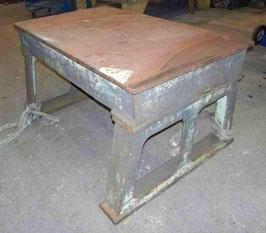 SONDERPREIS IM APRIL superschwerer alter Schweißtisch Industrietisch Eisentisch Werktisch Nr 1303