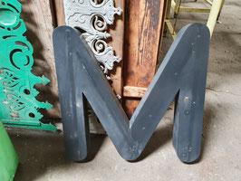 alte schwerer Buchstabe M  NR 1106-02