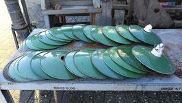 Posten von 27 Stück kleinen Emaillelampenschirmen grün Nr 1611-25