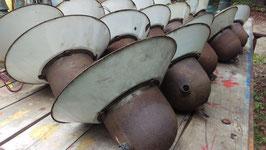 Posten von 16 + 4 Stück alte Fabriklampen Vintage