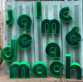 alte Werbebuchstaben zum Beleuchten durchsichtig grün 0711-05rest