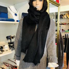 Kuscheliger schwarzer Schal