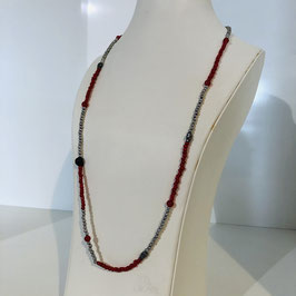 Lange rot-silberne Kette mit kleinen Perlen