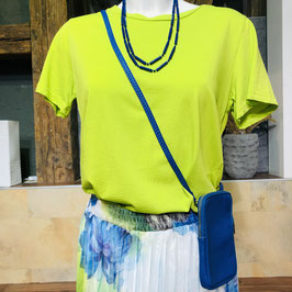 Hellgrünes Shirt in einem Material Mix