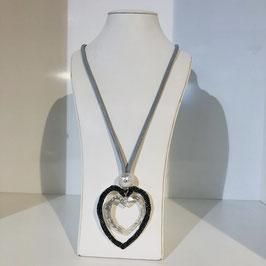 Silberne lange Kette mit großem Herz-Anhänger in Silber und Schwarz