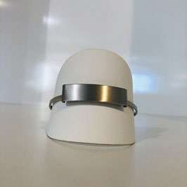 Schlichter Silberner Armreif mit rechteckigem matten Element