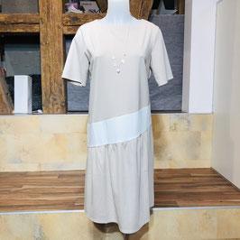 Beige-creme-farbenes Kleid