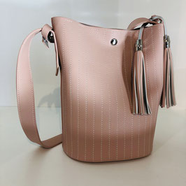 Rosa-farbene Handtasche mit langem Gurt für bequemes Schultern mit Quaste