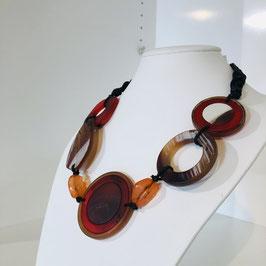 Kette mit rot/braun/orangenen Elementen