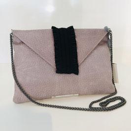 Graue Clutch mit leichtem Roséstich und schwarzer Applikation aus veganem Leder