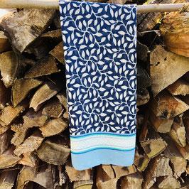 Schal mit Bläter-Print in verschiedenen Blau-/Grün-Tönen