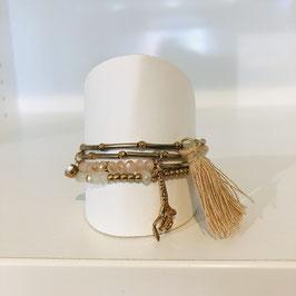 Goldenes Armband mit Quaste und mehreren Strängen