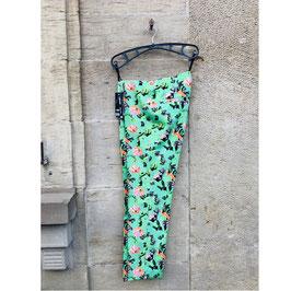 Grüne Hose mit Blumen-Print Gr. 38