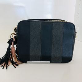 Schwarz-graue Handtasche mit einer Quaste