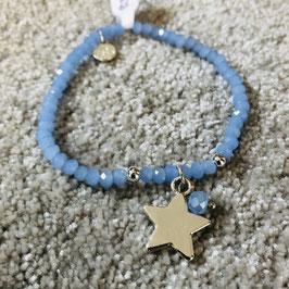 Hellblaues funkelndes Armband mit einem silbernen Stern Anhänger
