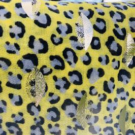 Gelbes Tuch mit Leo-Print und goldenen Print-Details