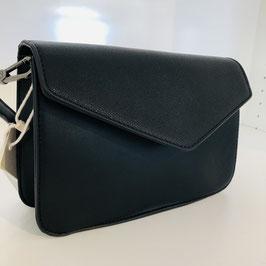 Schwarze Clutch mit hinten aufgesetzter Tasche