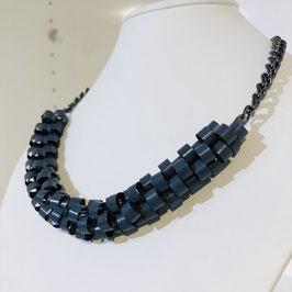 Grau-blaue Kette