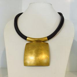Designer-Kette mit goldenem quadratischen Anhänger von Petra Meiren