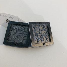Silberne Designer-Clips mit Ornamenten