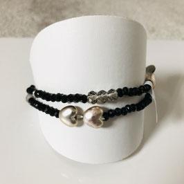 Schwarzes Armband 2-rehig mit Glitzer-Steinchen und silbernen Herzen