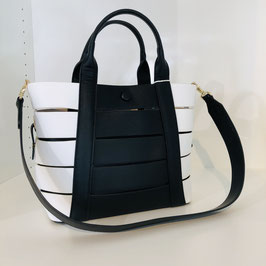 Schwarz-weiße Handtasche mit goldenen Details