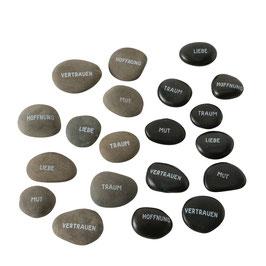 Deko-Steine mit Sprüchen in einer Geschenkbox