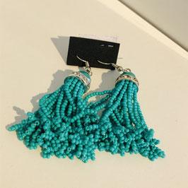 Türkisfarbene Ohrringe aus mehreren Perlen-Strängen