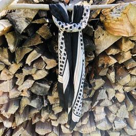 Schwarz-braun-grau gemustertes Tuch mit Blüten und Streifen